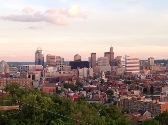 Sweeping city views in modern condo - Cincinnati - Condominium