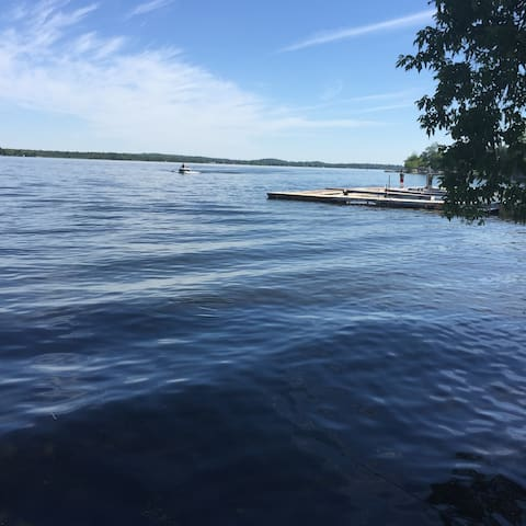 Waterfront Cottage on Sturgeon Lake with AC & WIFI