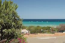 La vista dal residence sulla spiaggia.