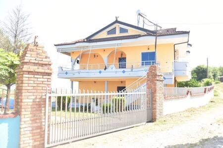 Villa LLESHI