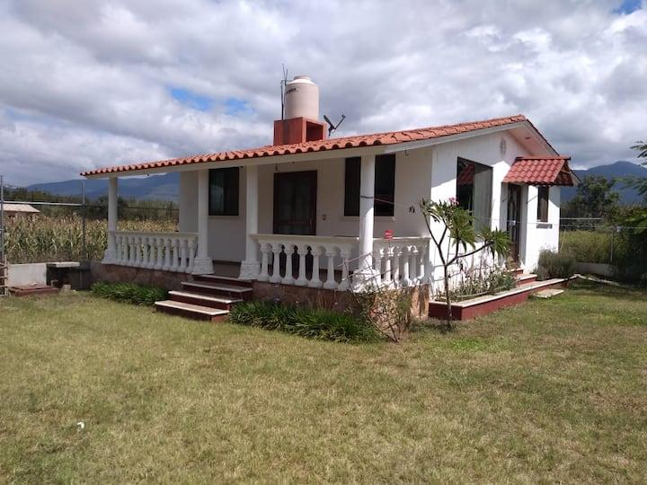 Nice house w/ garden & parking space close to CASA