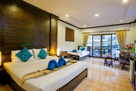 triple room baan veerakit - 芭东(Patong) - 旅舍
