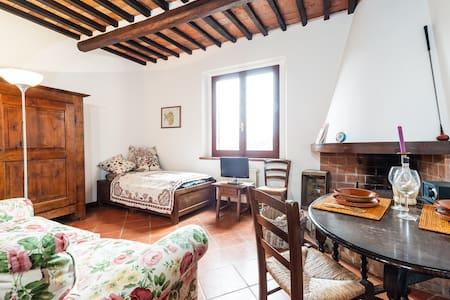 Charming Tuscany Village  - Castelfalfi - Huoneisto