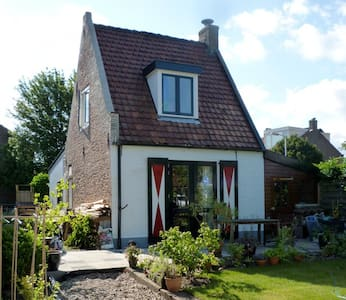 Cosy little house with garden - Santpoort-Zuid