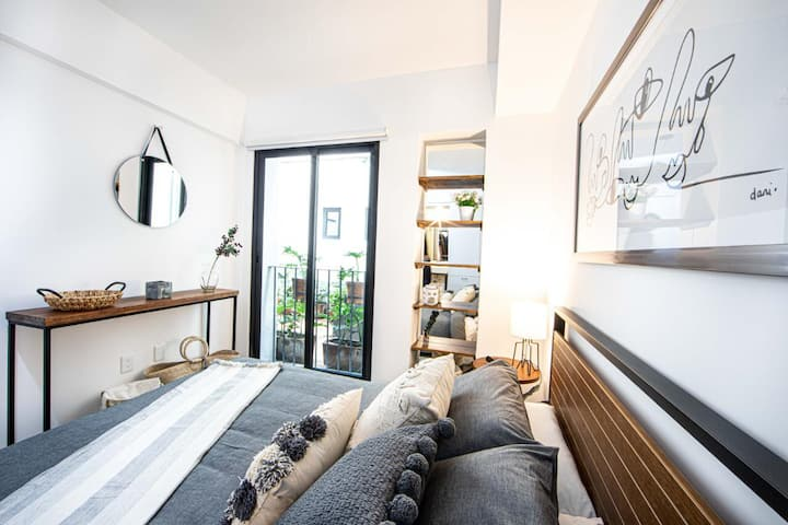 Cozy and Amazing Location in Downtown
