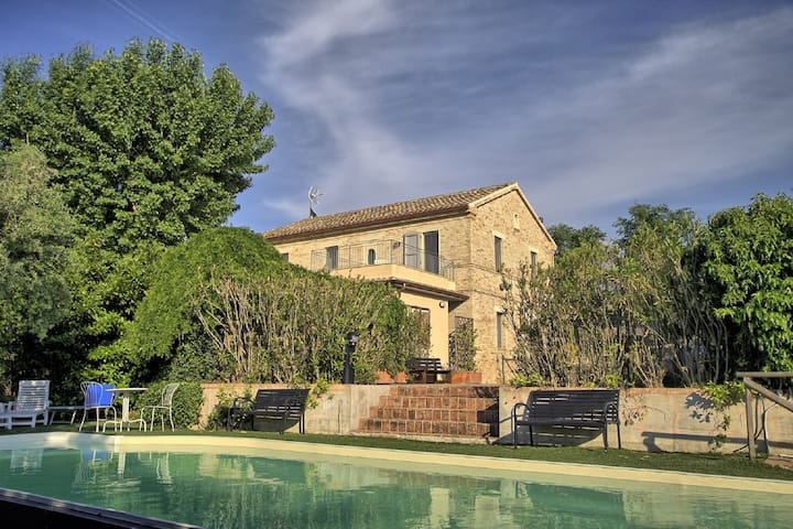 Alluring Villa in Ostra with Swimming Pool