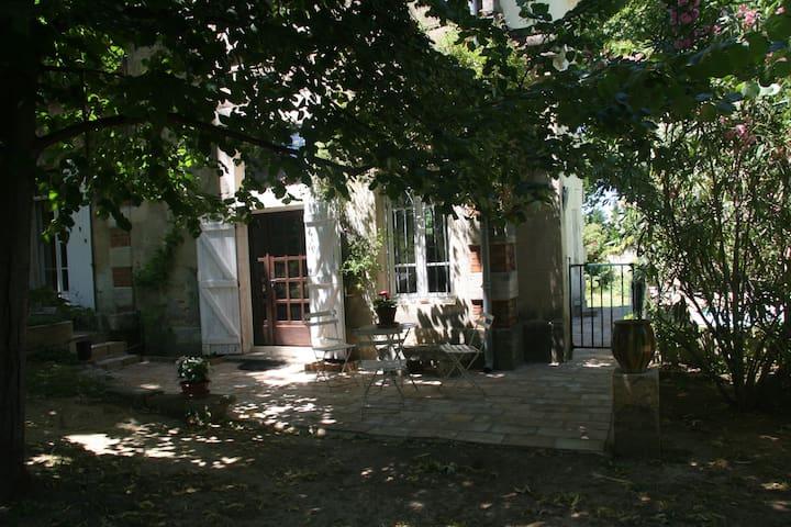 Gîte de charme piscine proche NIMES - Générac - Appartement