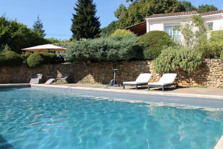 Gite Émeraude, 2 pers piscine partagée à Sarlat.
