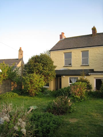 Family friendly Beacon Cottage - Camborne
