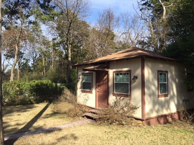 South Oak Cliff Tiny Guest House
