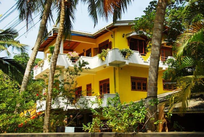 Light apartments in jungles, 3rd fl - Hikkaduwa - House