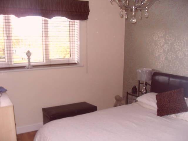 Well Furnished Double Bedroom