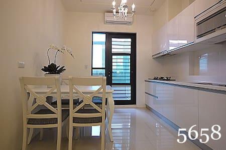 キッチン付きの居心地の良いファミリールーム8人部屋  - 前鎮區