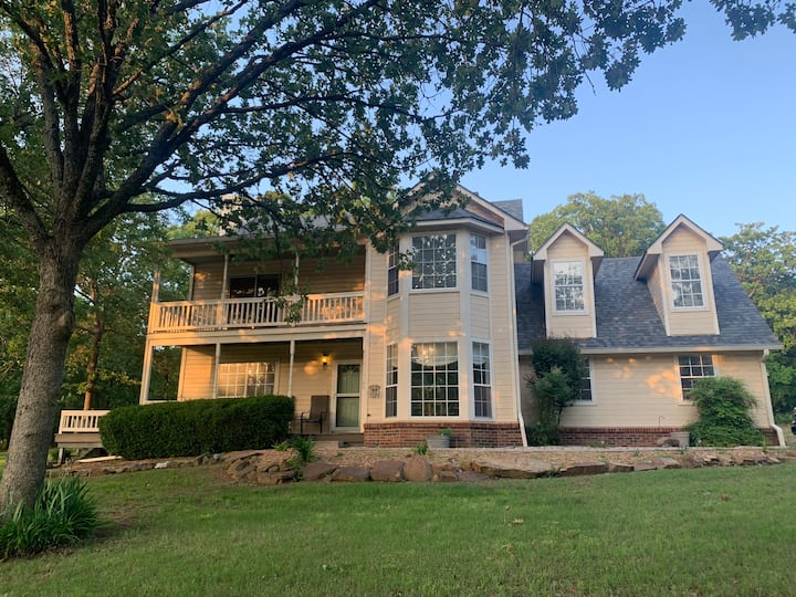 Lakewood Estates - Home w/Views & Minutes to Lake