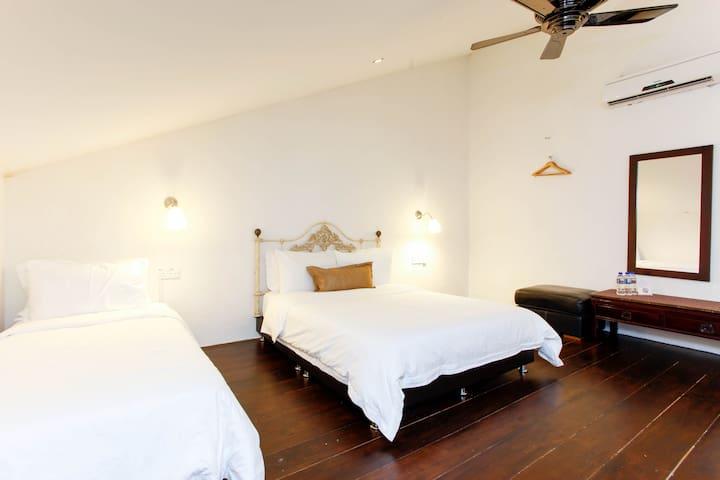Quiet Duplex, Wayfarer Guest House by the River - Malacca - House