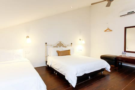 Quiet Duplex, Wayfarer Guest House by the River - Malaca - Casa