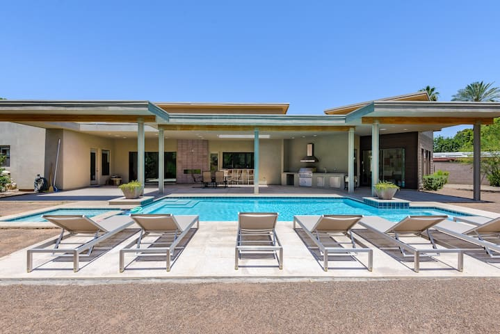 New Contemporary House in Arcadia: Heated Pool/Spa