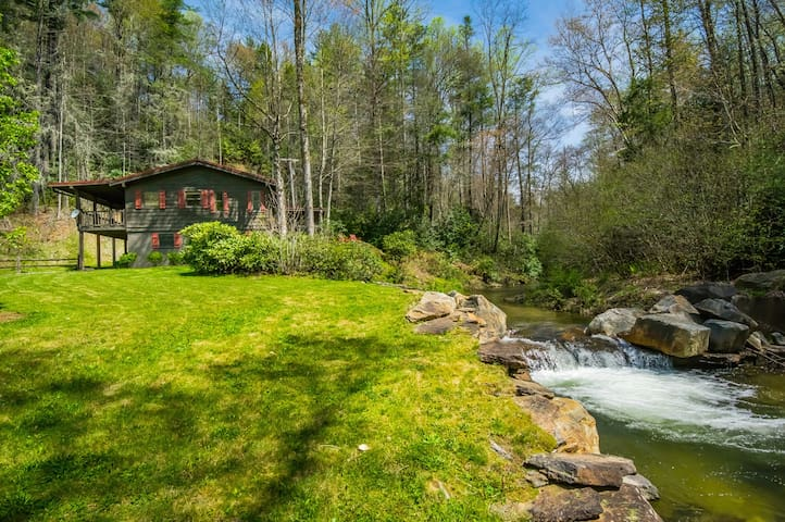Trout Cabin on River, 100% Secluded - Sapphire - Kabin