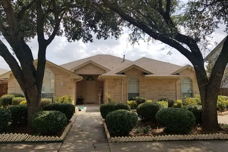 Private room and bathroom close to DFW Airport!