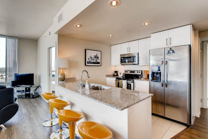 Stunning 3 BR/2 BA ~Luxury ~ 38th Floor ~ DownTown