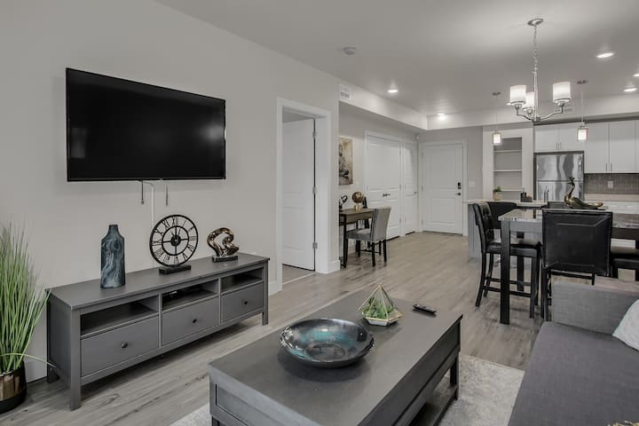 DT Provo | 2 King Beds | Wifi | Work Space+Printer