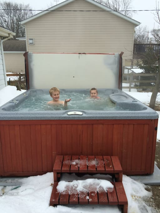Hot tubbing no matter if it's snowing