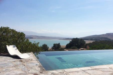 Villa Dar Zaggi avec piscine sur le lac et l'Atlas - Marrakech - Villa
