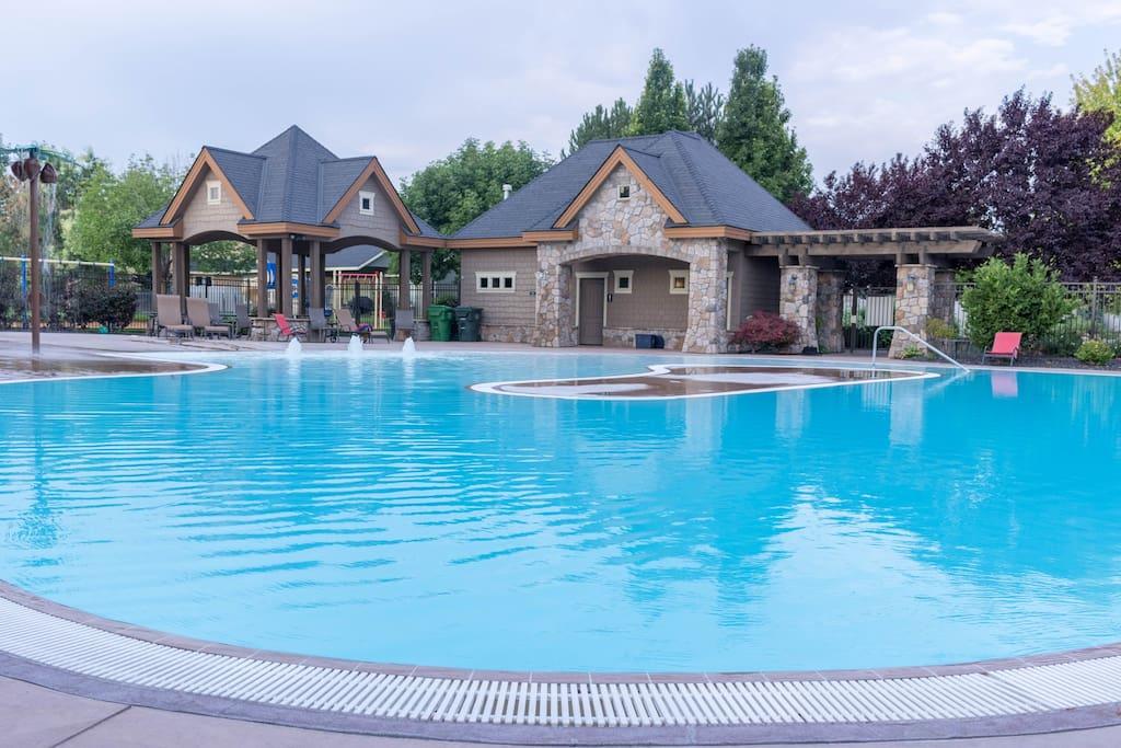 Community resort-class pool
