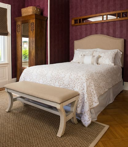 Taylor House Guest Suite  in Newport