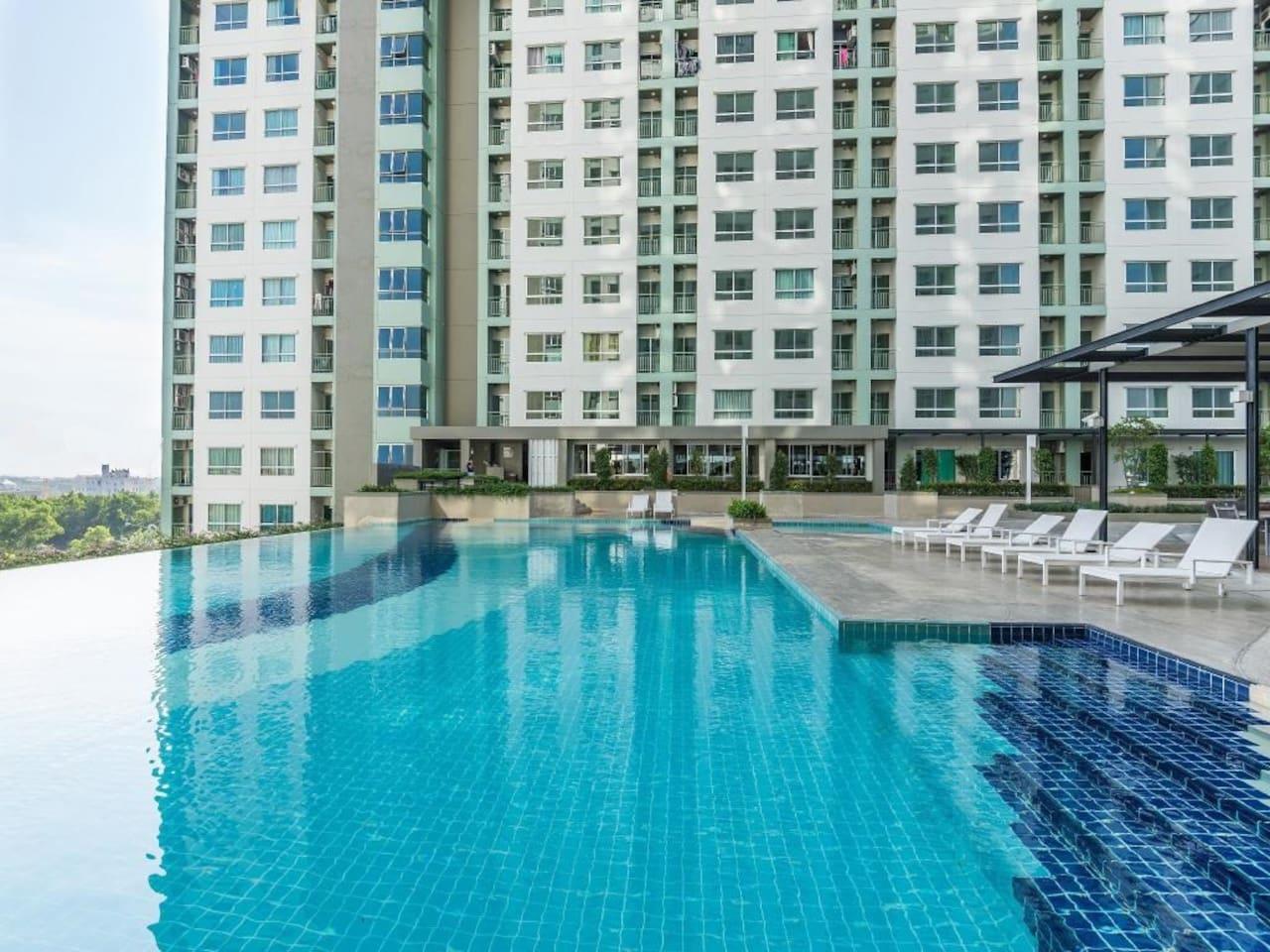 Large Swimming Pool on 5th floor ^^
