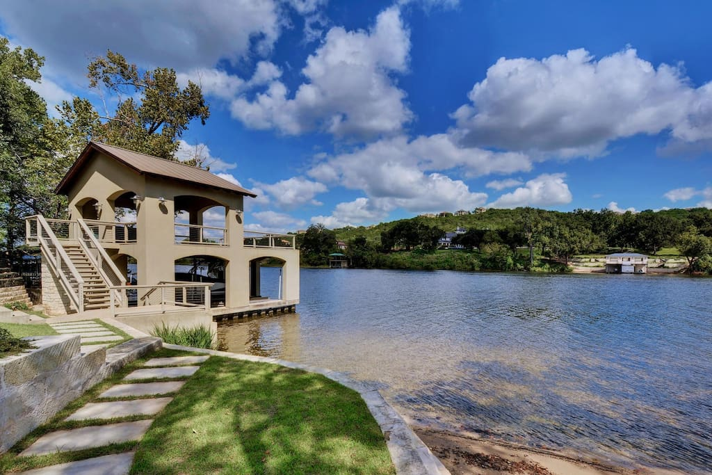 Lake Austin is a constant-level lake, so you can ensure you will have a great time on your boat!