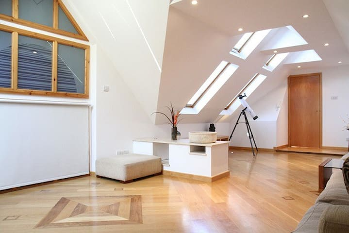 Exceptional, large 2 bedr Penthouse with garden S