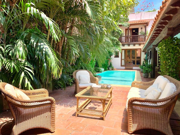 Old City 5BR COLONIAL Mansion Private Pool Jacuzzi