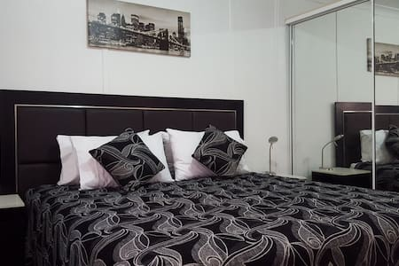 Secure Private 2 Bedroom Granny Flat - Smithfield - Kulübe