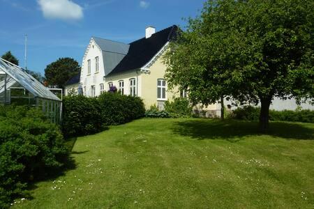 Dejlig gård på landet nær Roskilde - Roskilde
