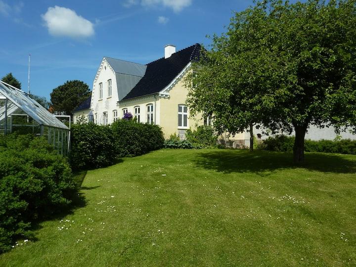 Dejlig gård på landet nær Roskilde