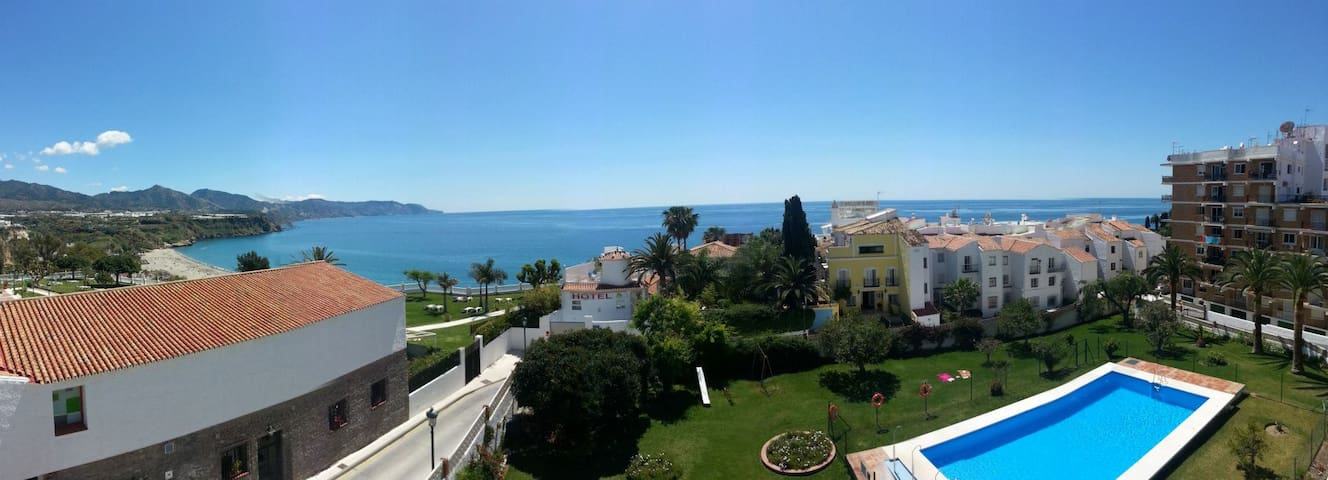 Nice apartment, big pool garden and sea view n28