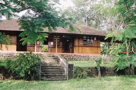 The Periyar River Lodge - Villa