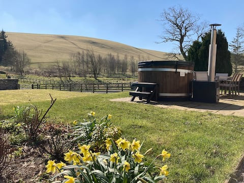 Stunning Renovated Farmhouse Wood Fired Hot Tub