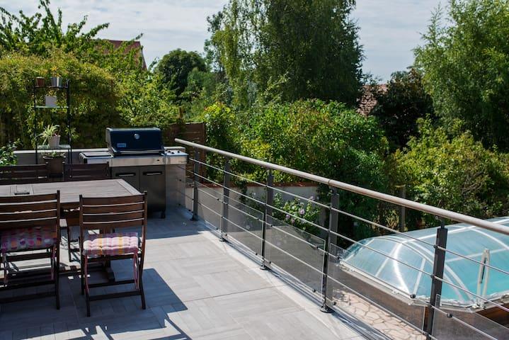Calme, verdure et piscine à 19 minutes de Paris