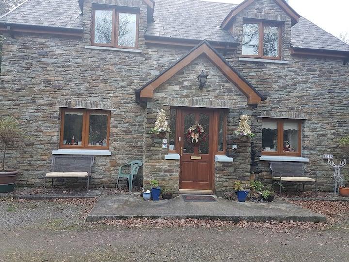 Glengarriff Woodlands  getaway- Twin room.