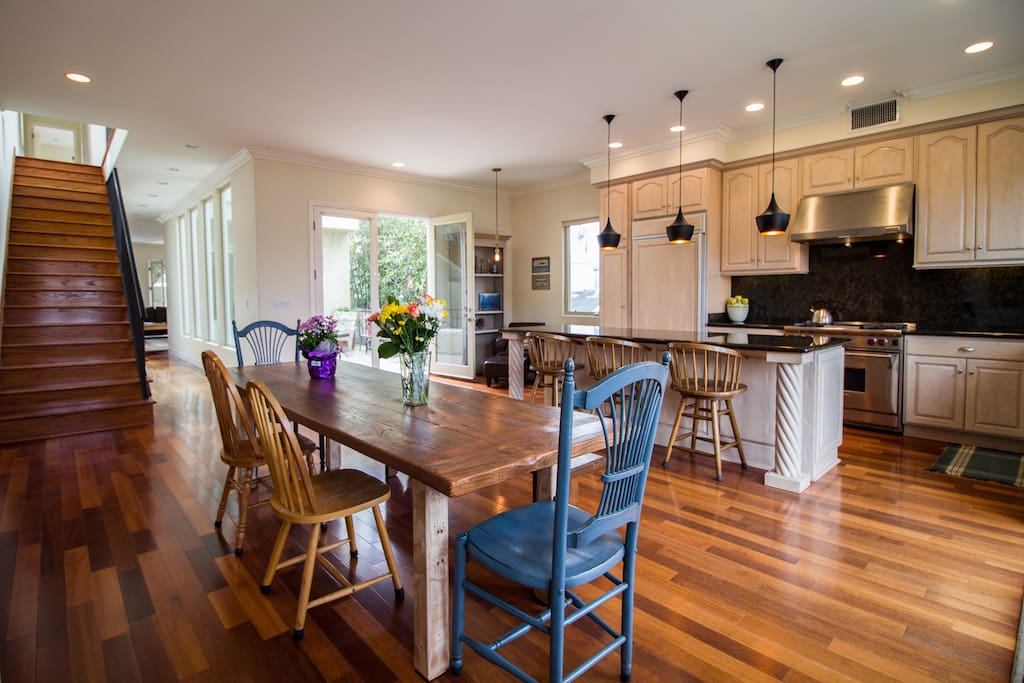 Large and bright dinning room