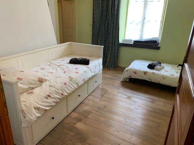 3e Slaapkamer met bedbank en opklapbed voor 2e slaapplaats