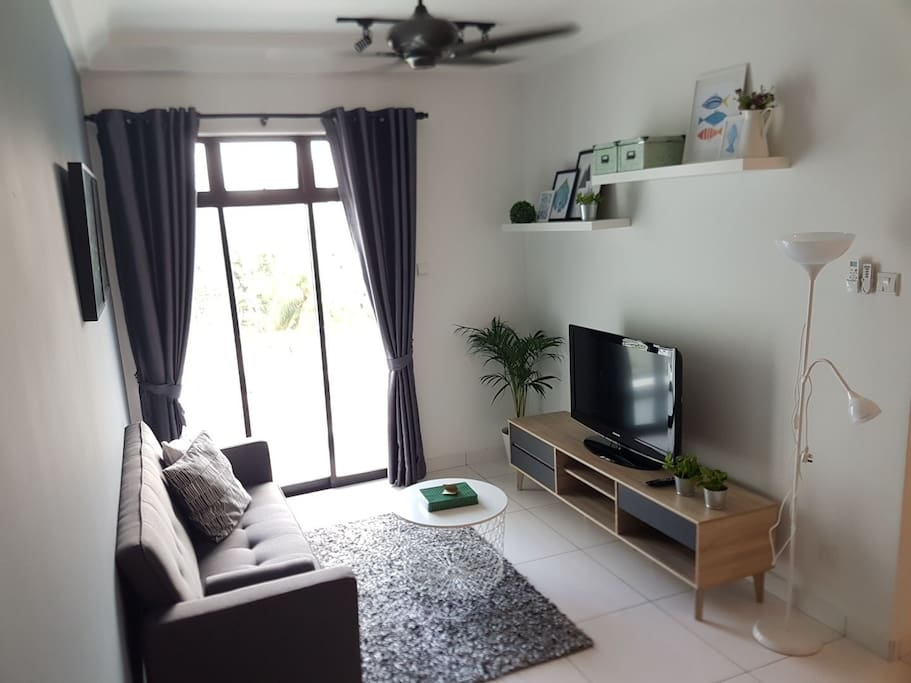 Living room (day time)
