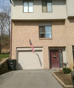 Townhouse in South Roanoke, pool! - Cave Spring - Casa