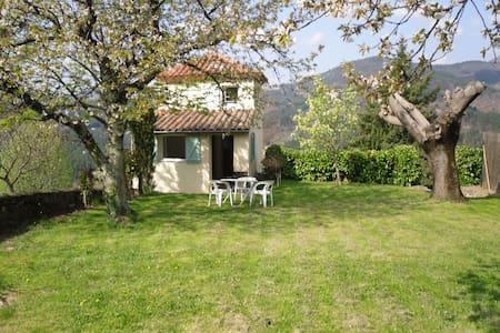 Petite maison indépendante à la campagne Ardèche - Rocher - Hus