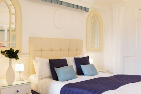 Double Room in Award Winning Hotel - Rye - Bed & Breakfast