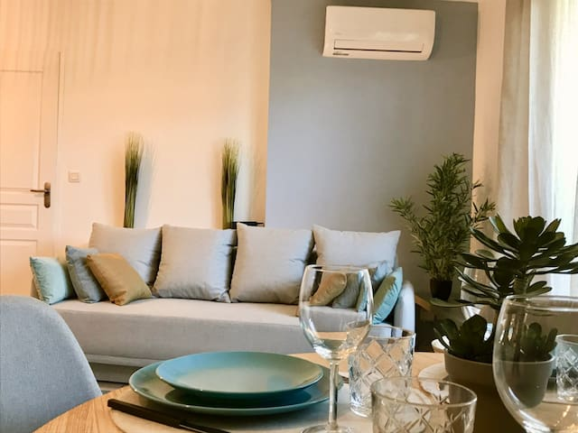 NICE MODERN APARTMENT RECENTLY RENOVATED IN MONTPELLIER FOR 4-5 PEOPLE.