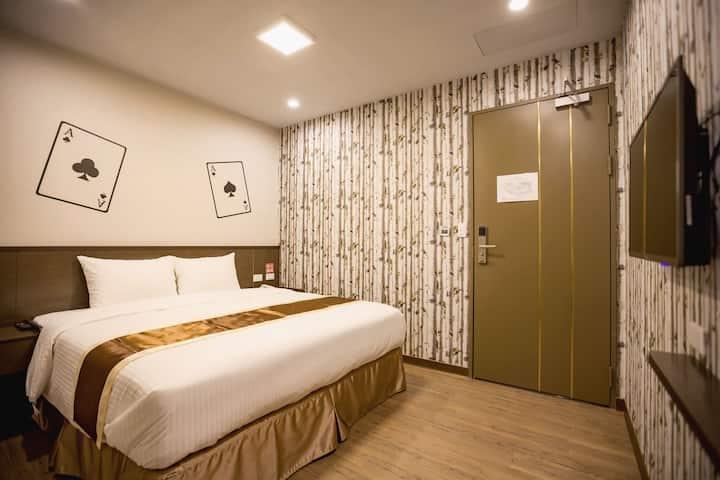 Taichung AAce Hotel- 台中火車站 撲克商旅  經濟雙人房(無窗)