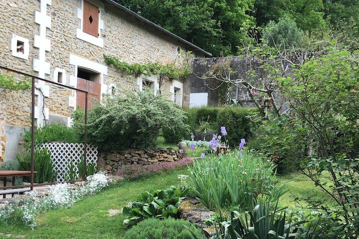 Calme, confort dans une belle maison et son jardin